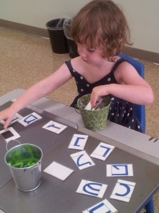 A Shorashimer moves around her otiot on the magnet board.