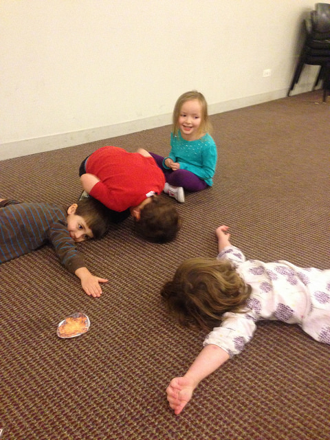 Three and four year olds make the shape of Latkes with their bodies